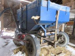 gravity-box-on-running-gear-w-fertilizer-auger