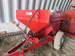 fertilizer-spreader-1-5-ton-on-trailer