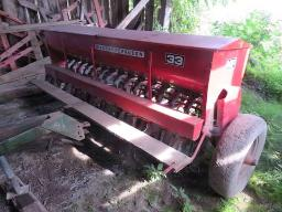 m-f-33-seeder-15-drill-double-disk-w-seed-box