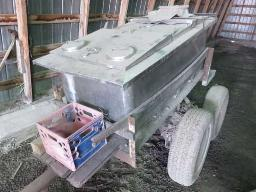 pick-up-stainless-steel-tank-on-tandem-trailer