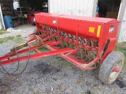 m-f-33-seeder-15-drill-seed-box