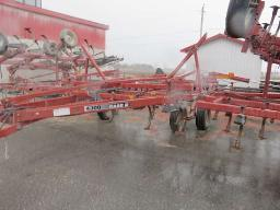 case-ih-4300-cultivator-46-5-ft-w-vibra-chisel-shank-hydro-extension