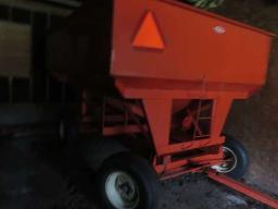 soubry-gravity-box-225-bushel-on-running-gear-on-11-l-15-tires