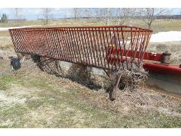 hay-feeder-on-wheel