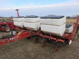white-5100-corn-planter-6-roww-tracer-monitor