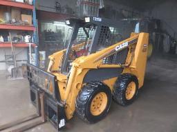 case-420-skid-steer-loader-diesel-6-ft-material-bucket-round-bale-clam