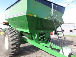 grain-cart-unverfeth-5000-on-24-5x32-tires-lights-flasher