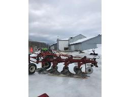 ih-720-plow-s-mounted