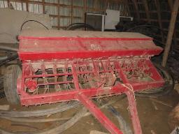 ih-13-drill-seeder-w-seed-box