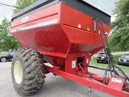 brent-572-grain-cart-on-30-5l32-tire-w-reversing-camera