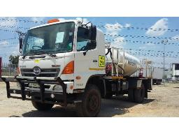 2010-toyota-hino-500-1322-4x4-diesel-bowser-water-tank-combination-located-at-aucor-midrand-truck-yard-
