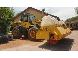 2009-komatsu-wa-250-s-front-end-loader-with-sweeper-attachment-bucket-included-runner-10pc-comm-kathu-
