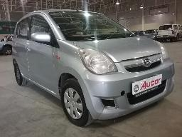 2013-daihatsu-charade-celeb-windscreen-cracked-front-bumper-cracked-bloemfontein-