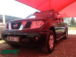 2011-nissan-navara-2-5-dci-xe-p-u-d-c-no-fan-belt-windscreen-cracked-pulley-missing-load-body-damaged-rear-light-cluster-lense-broken-bloemfontein-