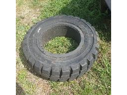 2x-forklift-tyres-250x15-7-0-located-in-brakpan-