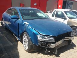 2010-audi-a5-2-0t-fsi-multitronic-non-runner-accident-damaged-no-key-8pc-buyers-commission-will-be-charged