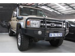2015-toyota-land-cruiser-79-4-5d