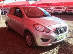 2016-datsun-go-1-2-7-seat-windscreen-cracked