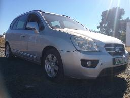 2008-kia-carens-2-0-windscreen-cracked-visible-spray-works