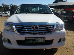 2014-toyota-hilux-2-5-d-4d-srx-4x4-p-u-d-c-enigne-overhauled-airbags-light-on-load-bin-replaced-push-button-on-globe-code-3