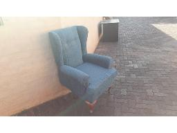 1-seater-chair-blue-damaged-located-at-kathu-house