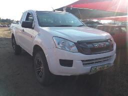 2015-isuzu-kb250-d-teq-sup-cab-p-u-windscreen-cracked-visible-spray-work-on-the-front-bumper-rear-bumper-damaged-left-rear-light-lens-broken-dent-on-the-load-body