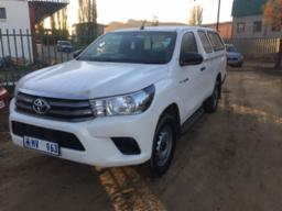 2016-toyota-hilux-2-4-gd-6-rb-srx-p-u-s-c-with-canopy