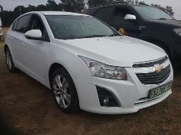 2015-chevrolet-cruze-1-4t-ls-5dr-tyre-problem-windscreen-cracked-left-front-tyre-punctured-front-bumper-loose-cracked-rear-bumper-cracked-right-side-mirror-loose