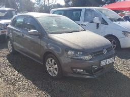 2013-volkswagen-polo-1-4-comfortline-5dr-windscreen-cracked-visible-spray-work-front-bumper-cracked