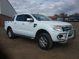 2012-ford-ranger-3-2tdci-xlt-4x4-p-u-d-c-windscreen-cracked-front-bumper-resprayed-scratches-on-front-bumper
