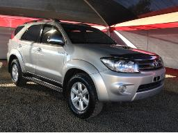 2011-toyota-fortuner-3-0d-4d-r-b-respray-visible-front-end-rear-bumper
