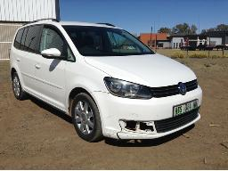 2012-volkswagen-touran-2-0-tdi-comfortline-dsg-front-bumper-cracked-dent-scratches-along-body-panels