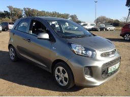 2016-kia-picanto-1-0-ls-stone-chips-on-windscreen-dent-scratches-on-rear-bumper