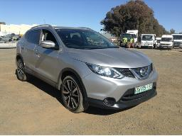2015-nissan-qashqai-1-5-dci-acenta-airbags-deployed-suspension-faulty-windscreen-cracked-rear-fenders-moulding-loose-right-rear-light-cracked-rear-windows-moulding-loose
