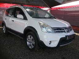 2013-nissan-livina-1-6-acenta-x-gear-front-bumper-scratched-stone-chips-on-the-windscreen-dent-on-left-front-door-right-rear-door