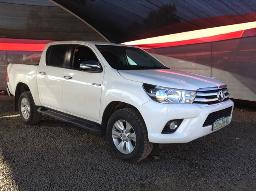 2017-toyota-hilux-2-8-gd-6-r-b-raider-p-u-d-c-a-t-windscreen-cracked-scratches-on-left-front-fender