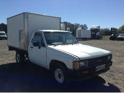 1992-toyota-hilux-2200-lwd-5-sp-p-u-s-c-with-insulated-body-8pc-buyers-commission-will-be-charged