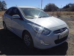 2015-hyundai-accent-1-6-gls-fluid-windscreen-cracked