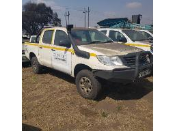 2012-toyota-hilux-2-5-d-4d-srx-4x4-p-u-d-c-non-runner-scratches-rust-marks-and-dented-all-over