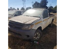 2008-toyota-hilux-2-5-d-4d-srx-r-b-p-u-s-c-non-runner-scratches-rust-marks-and-dented-all-over-rear-left-stop-light-missing-left-mirror-missing