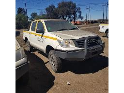 2013-toyota-hilux-2-5-d-4d-srx-4x4-p-u-d-c-runner-scratches-dented-and-rust-marks-all-over-loading-body-damaged-with-mud