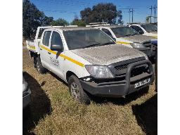 2010-toyota-hilux-2-5-d-4d-srx-r-b-p-u-s-c-non-runner-fuel-pipes-stripped-scratches-and-rust-marks-all-over-bumper-trimmer-missing