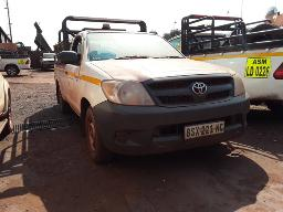 2005-toyota-hilux-2-5-d-4d-p-u-s-c-see-comments-below-condition-windscreen-stone-chips-located-at-scrapyard