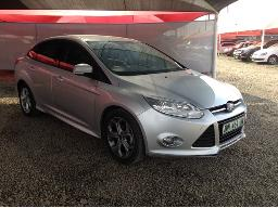 2013-ford-focus-1-6-ti-vct-trend-5dr-front-bumper-cracked-scratches-along-body-panels