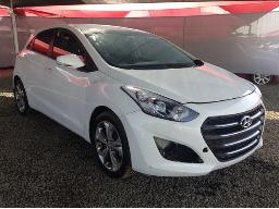 2012-hyundai-i30-1-8-gls-executive-wiper-blade-missing-resprayed-dent-on-left-front-fender-spotlight-missing