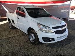 2016-chevrolet-utility-1-4-a-c-p-u-s-c-front-bumper-loose-visible-repairs-done-windscreen-cracked-right-side-rear-view-mirror-missing