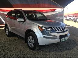 2015-mahindra-xuv-500-2-2d-mhawk-w8-7-seat-stone-chips-on-the-bonnet-front-bumper-scratches-along-body-panels