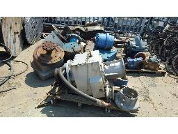 lot-assorted-gearboxes-and-pump