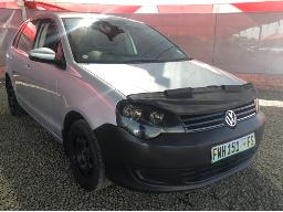 2014-volkswagen-polo-vivo-gp-1-4-trendline-5dr-windscreen-cracked-scratches-along-body-panels