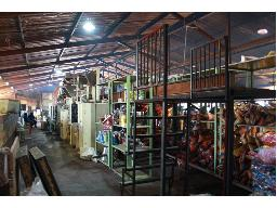 entire-contents-of-warehouse-sold-as-a-whole-lot-001-009